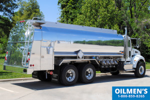 Single curb side ladder on tank truck